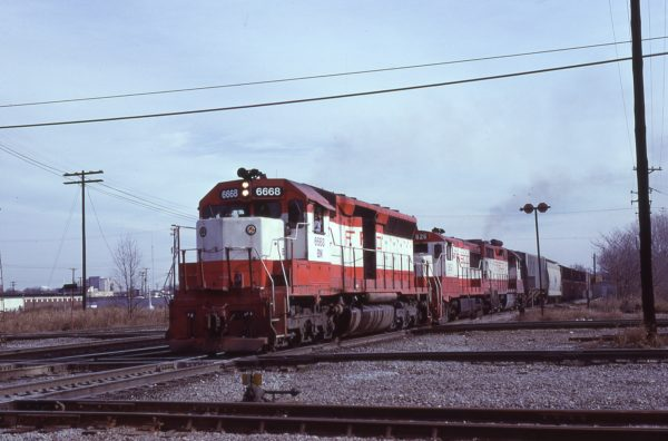 SD45 6668 (Frisco 919) and U25B 826 (location unknown) in December 1980