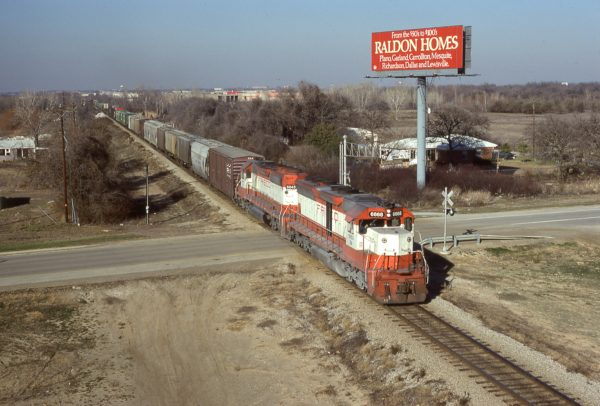 SD45 6668 (Frisco 919) and SD40-2 6845 (Frisco 955) at Dallas, Texas on January 18, 1981