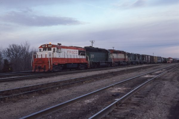 U25B 5221 (Frisco 819) leads a train at Springfield, Missouri in January 1981