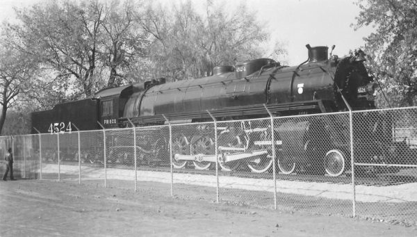4-8-4 4524 at Grant Beach Park, Springfield, Missouri on November 8, 1953 (Arthur B. Johnson)