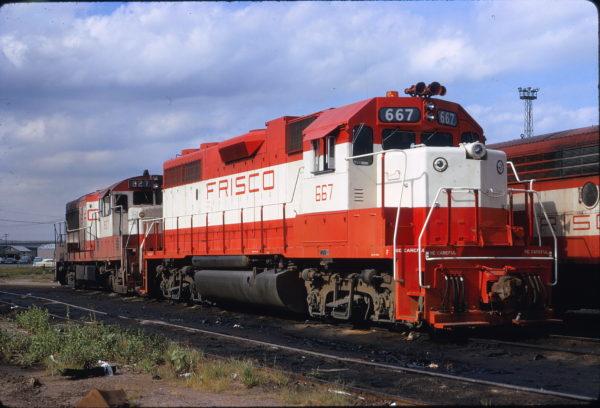GP38-2 667 and U25B 827 at Tulsa, Oklahoma on July 13, 1972 (James Claflin)