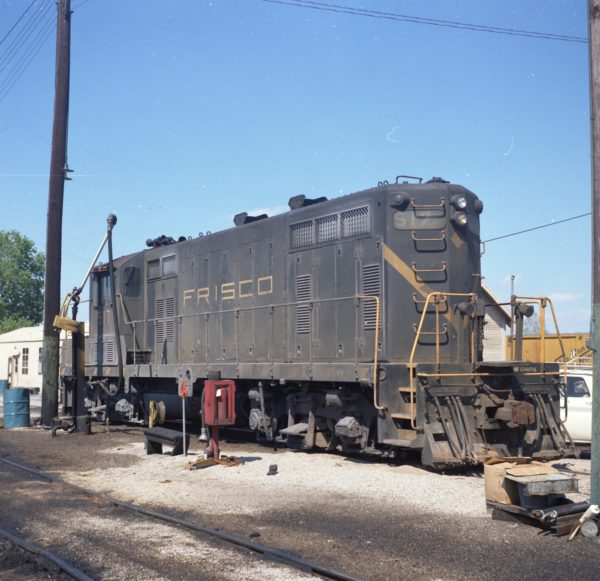 GP7 517 at Fort Worth, Texas in 1975 (Peter Arnold)