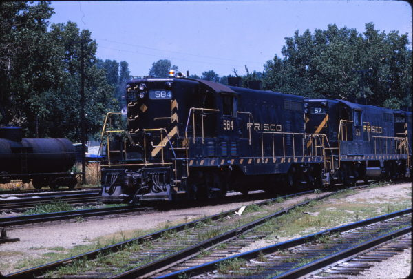 GP7s 584 and 571 at Kansas City, Missouri on July 8, 1964 (E.C. Spitzer)