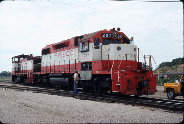 SD38-2 297 and SW1500 356 at Tulsa, Oklahoma on August 31, 1980 (Chuck Frey)