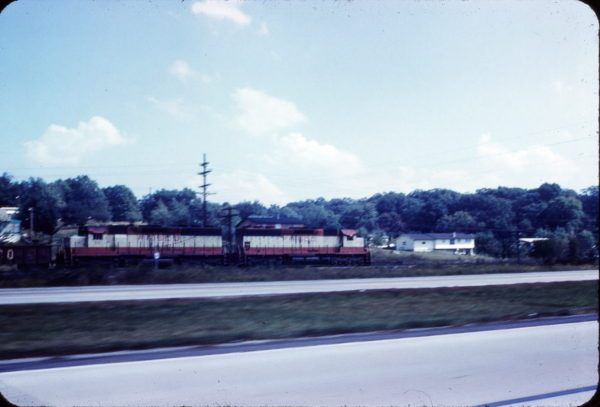 SD45s 916 and 902 South of St. Louis, Missouri on September 30, 1971
