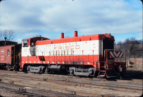VO-1000m 215 at Kansas City, Kansas on December 20, 1975 (George Menge)