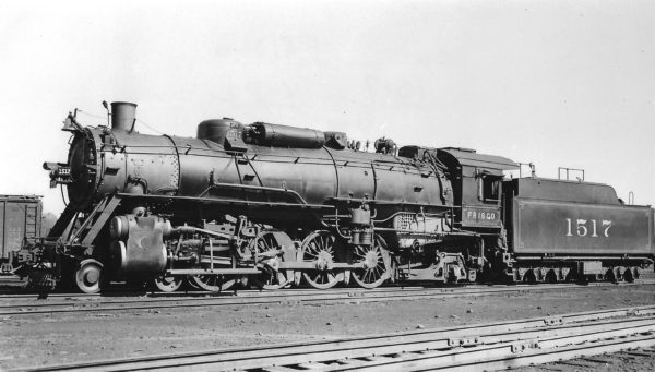 4-8-2 1517 at St. Louis, Missouri on October 2, 1938 (Arthur B. Johnson)