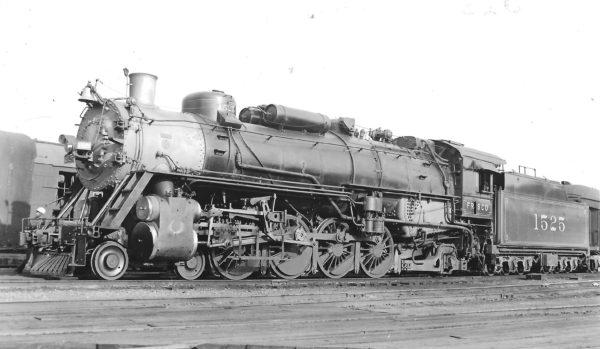 4-8-2 1525 at St. Louis, Missouri on April 20, 1940 (Arthur B. Johnson)