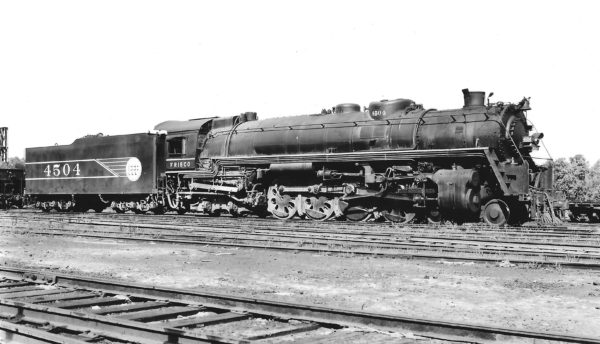 4-8-4 4504 at St. Louis, Missouri on April 11, 1943 (Arthur B. Johnson)