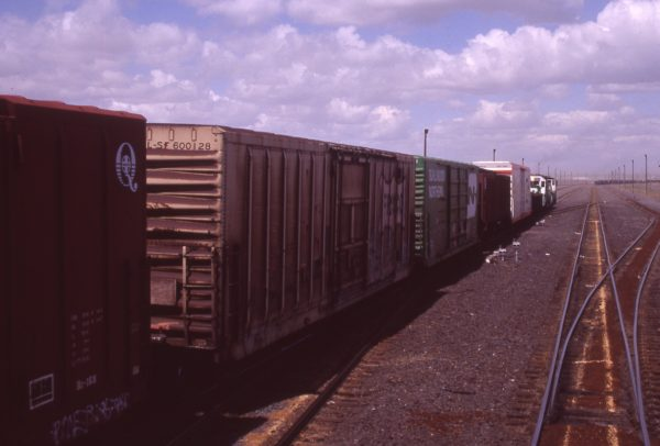 Boxcar 600128 at Pasco, Washington on May 3, 1997 (R.R. Taylor)