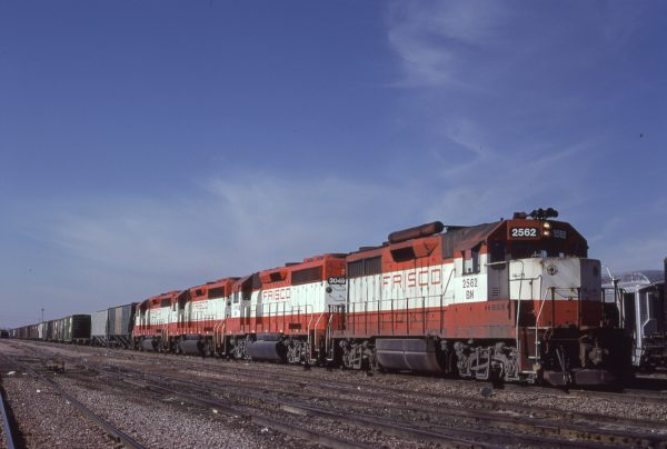 GP35 2562 (Frisco 712) and GP40-2 3049 (Frisco 759) at Lincoln, Nebraska on January 30, 1981 (James Claflin)