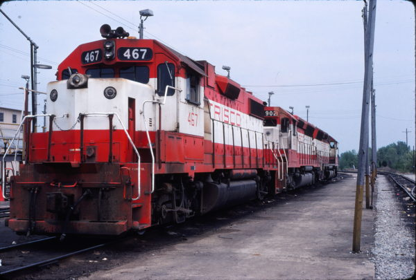 GP38-2 467 and SD45 902 (location unknown but likely Tulsa, Oklahoma) in May 1980 (David Ingles)
