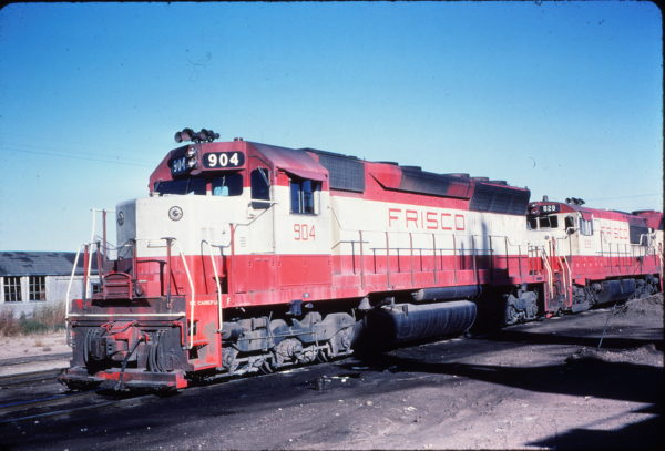SD45 904 and U25B 828 at Tulsa, Oklahoma in October 1968 (Marlo Industries Co.)