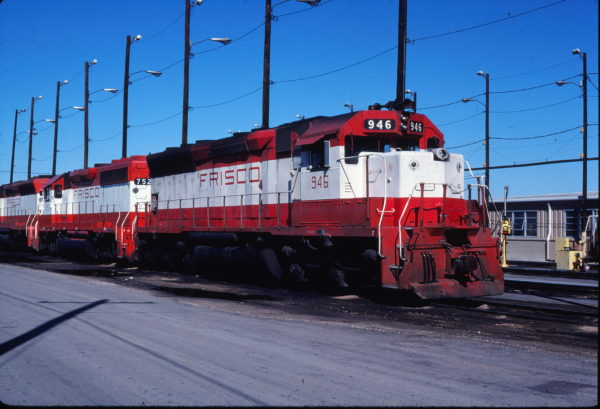 SD45 946 and GP40-2 752 at Tulsa, Oklahoma on September 20, 1980 (Gene Gant)
