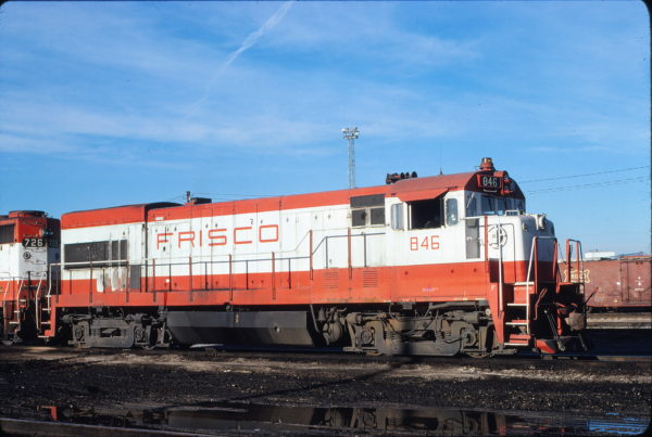 U30B 846 at Memphis, Tennessee on December 14, 1980 (David Johnston)