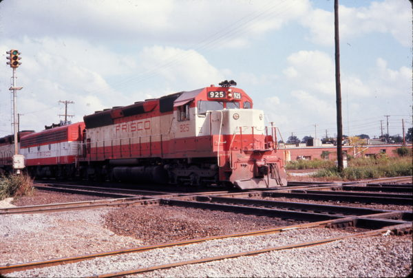 SD45 925 South of Memphis Station crossing IC heading west on September 10, 1974