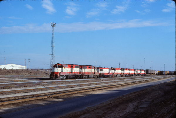 GP35s 718 and 714, U25B 814, and GP38-2s 685 and 407 at Memphis, Tennessee on January 17, 1981 (Gene Gant)