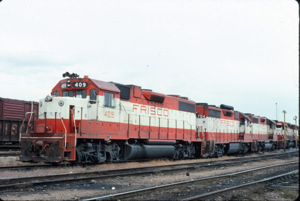 GP38-2 409 and GP35 704 (location unknown) in October 1977