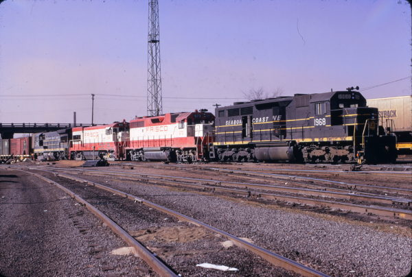 GP38-2 673 and U30B 846 at Birmingham, Alabama on December 22, 1973. (W.B. Folsom)