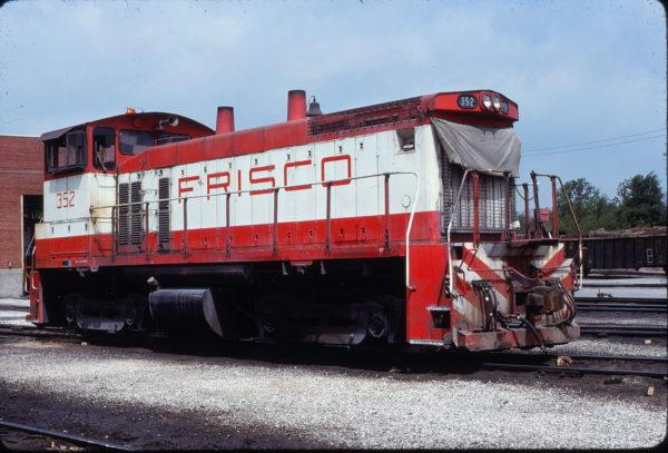 SW1500 352 at Tulsa, Oklahoma on May 11, 1980 (Paul Strang)