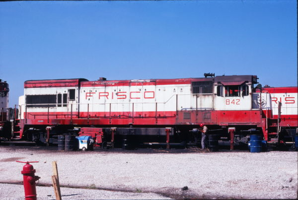 U30B 842 at Springfield, Missouri in September 1978