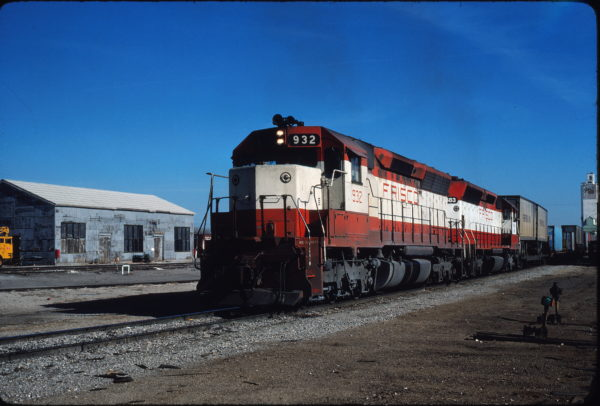 SD45 932 at Enid, Oklahoma on January 9, 1981 (Gene Gant)