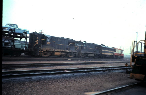 U25Bs 805 and 814 at Springfield, Missouri (date unknown)