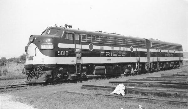 F7A 5018 and F7B 5121 at Springfield, Missouri on July 10, 1960 (Arthur B. Johnson)