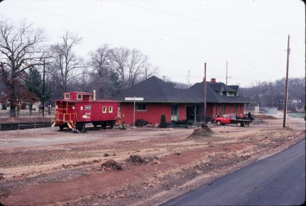 Caboose 1176 and Mammoth Springs, Arkansas Depot in December 1979 (Ken McElreath)