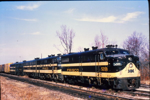 FA-1 5209 and F3A 5016 at Memphis, Tennessee in December 1965 (Rail Junction Slides)
