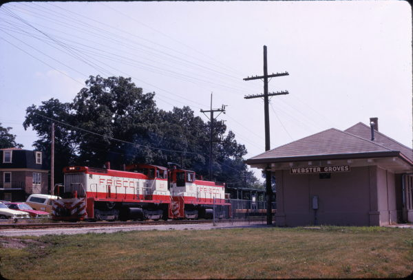 SW1500s 322 and 320 at Webster Groves, Missouri on a transfer freight on June 27, 1975