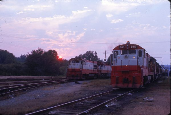 U30Bs 844 and 845 at Memphis, Tennessee on August 6, 1974