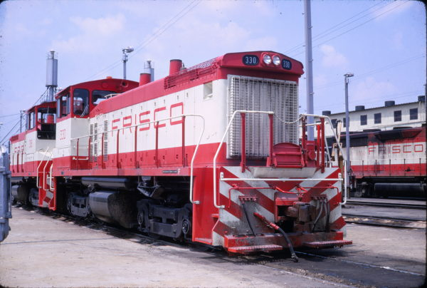 SW1500s 330 and 318 at Memphis, Tennessee (Conniff Railroadiana Collection)