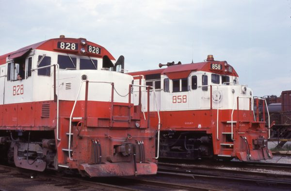 U25B 828 and U30B 858 (location unknown) in September 1980