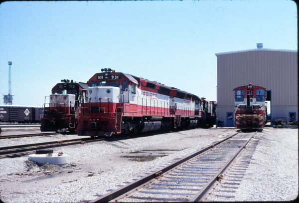 GP35 713, SD45 931 and SW1500 359 at Tulsa, Oklahoma on May 29, 1978 (John Nixon)