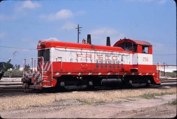 NW2 256 at Tulsa, Oklahoma on May 24, 1980 (Allen Clum)