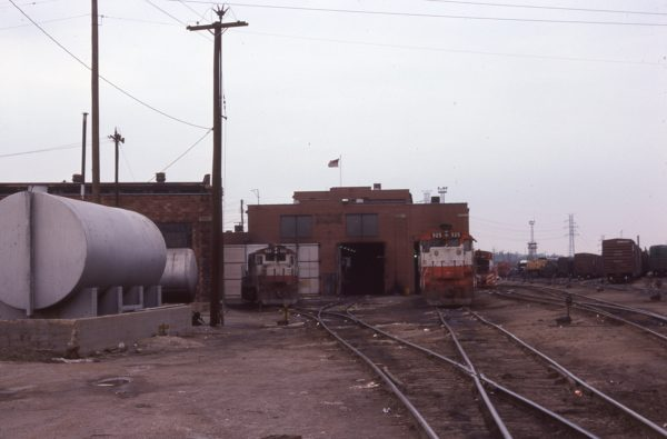 U25B 822 and SD45 925 at Lindenwood Yard, St. Louis, Missouri in June 1977