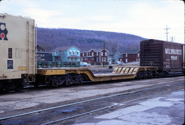 Depressed center flatcar 3900 at Sayre, Pennsylvania in May 1974