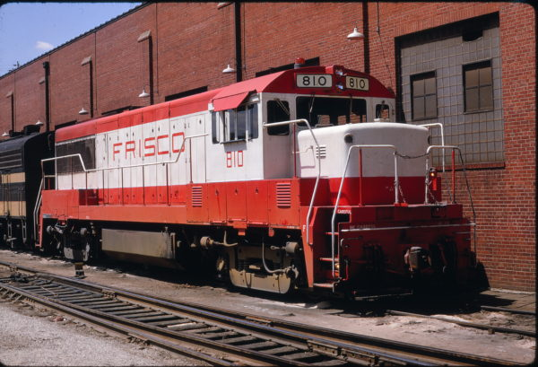 U25B 810 Lindenwood Yard in August 1968