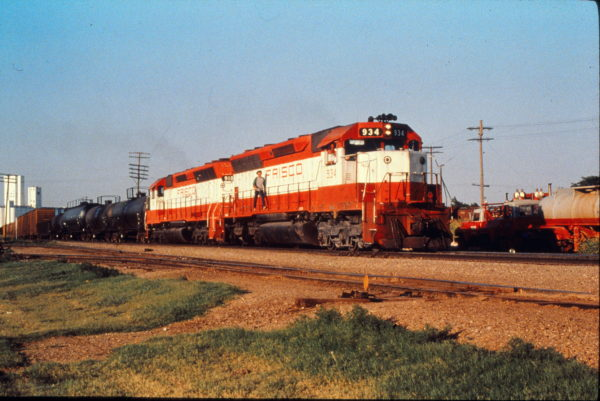 SD45s 934 and 918 at Enid, Oklahoma in July 1980 (Trackside Slides)