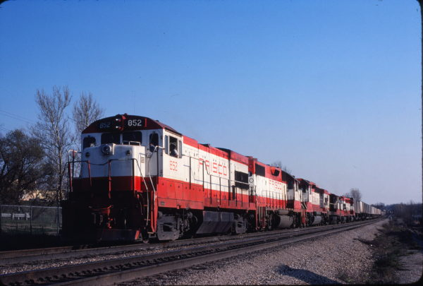 U30B 852 at Merriam, Kansas on April 18, 1980 (John Benson)