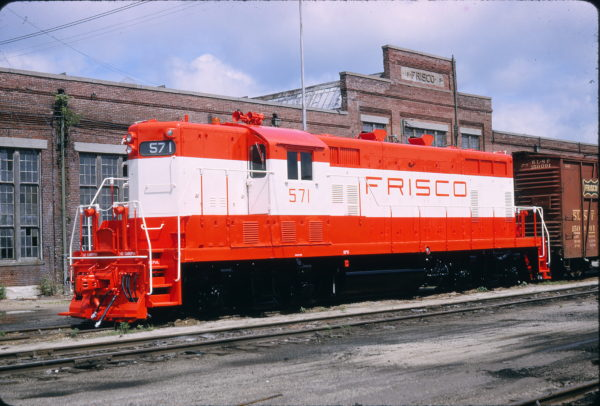 GP7 571 at Springfield, Missouri in July 1965 (Richard Wallin)