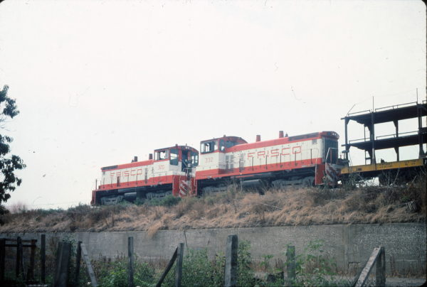 SW1500s 320 and 332 at East St. Louis, Illinois in August 1978 (George Povell)