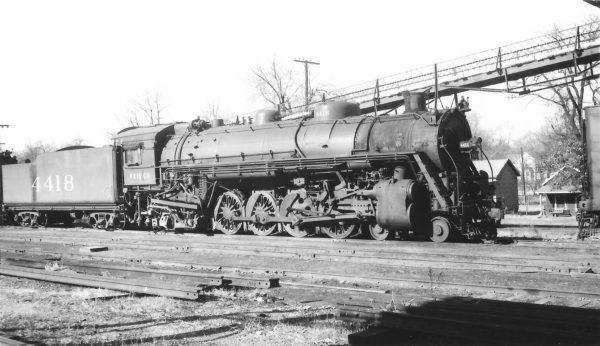 4-8-2 4418 at Springfield, Missouri on December 29, 1949 (Arthur B. Johnson)