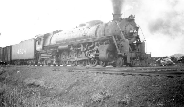 4-8-4 4524 arrving at Springfield, Missouri on September 30, 1947 (Arthur B. Johnson)