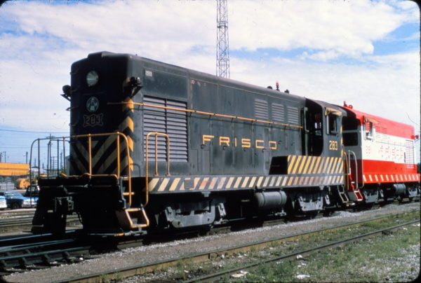 H-12-44 283 and H-10-44 281 at Tulsa, Oklahoma in August 1968 (Jim Wilson)