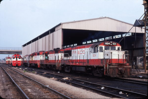 U25Bs 824 and 827 and GP38AC 662 at Springfield, Missouri in September 1978 (Neil Shankweiler)