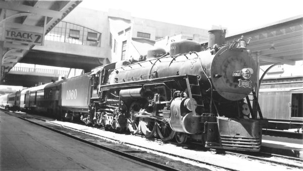4-6-4 1060 at Tulsa, Oklahoma on August 24, 1947 (Arthur B. Johnson)