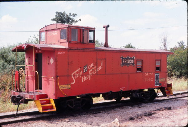Caboose 1142 at Irving, Texas on September 6, 1980 (John Nixon)