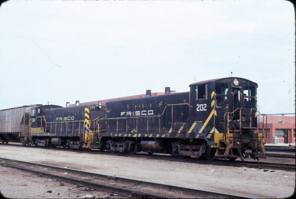 VO-1000m Units 202 and 204 at Springfield, Missouri in September 1978 (Neil Shankweiler)